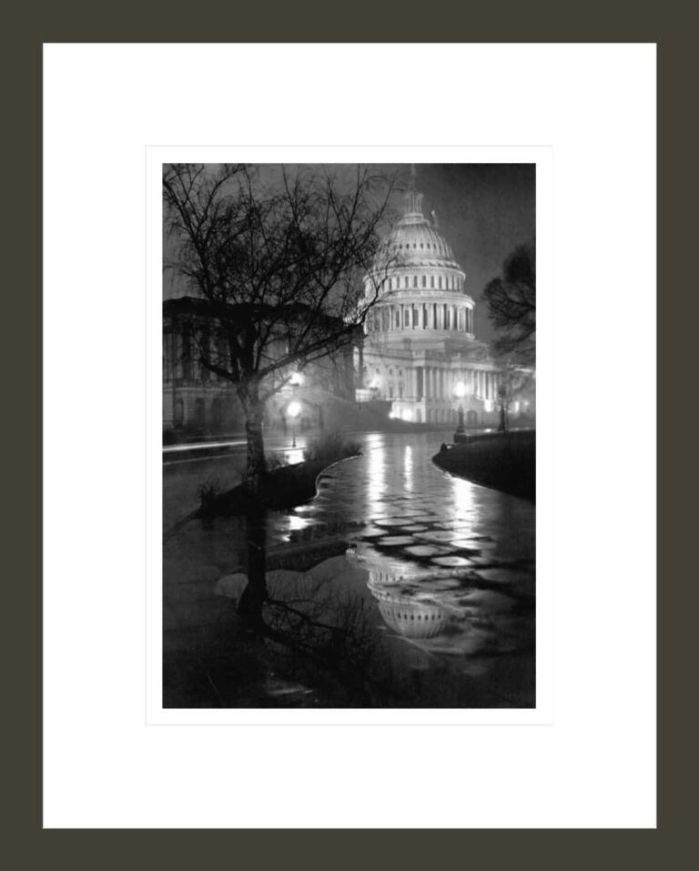 Night View of US Capitol in Rain (View of U.S. Capitol at Night)