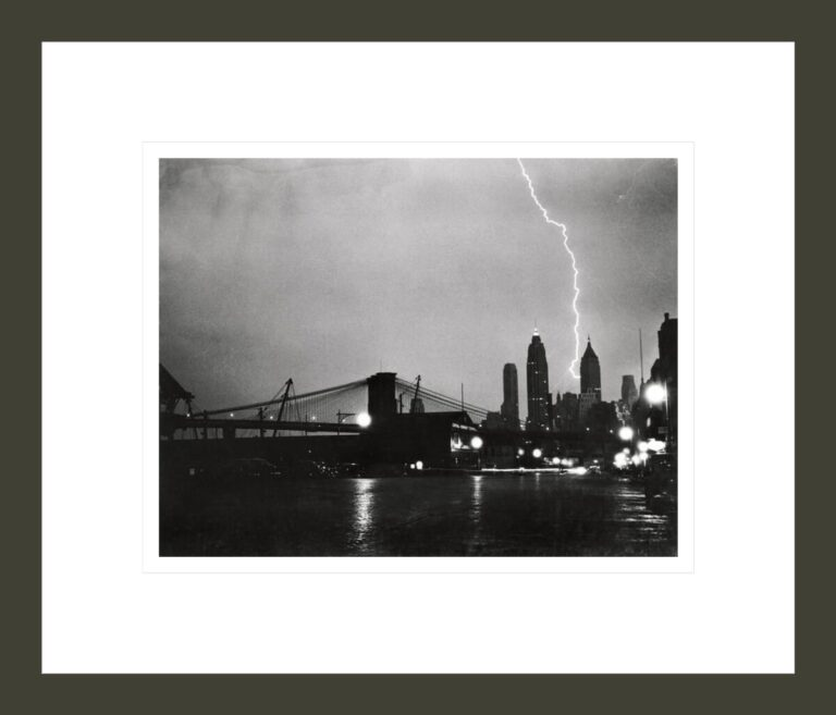 [Bolt of lightning apparently striking City Bank Farmers Trust Co. 20 Exchange Place, New York]