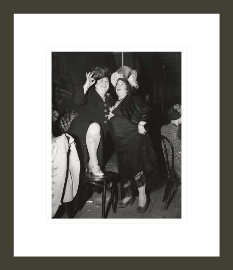 [Billie Dauscha and Mabel Sidney, Bowery entertainers, New York]