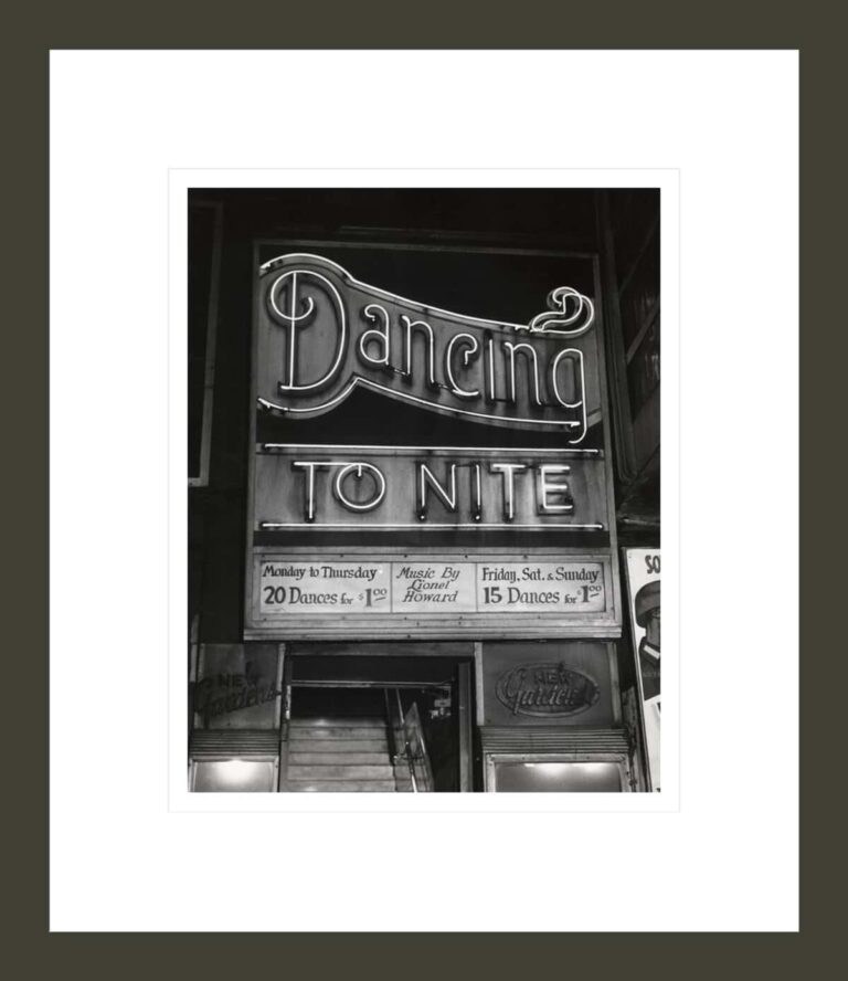 [Dancing To Nite, New Gardens, Times Square, New York]
